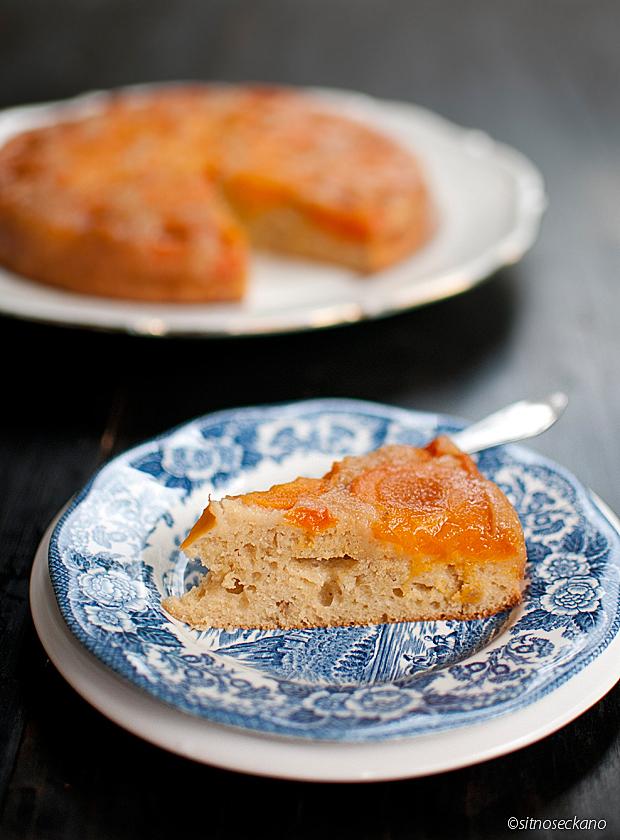 upside-down apricot sour cream cake