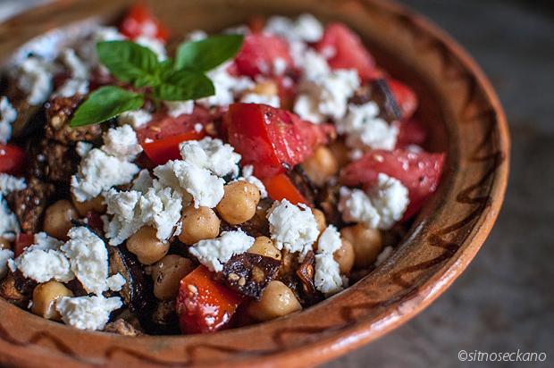 Eggplant tomato chickpea za'atar salad | Sitno seckano