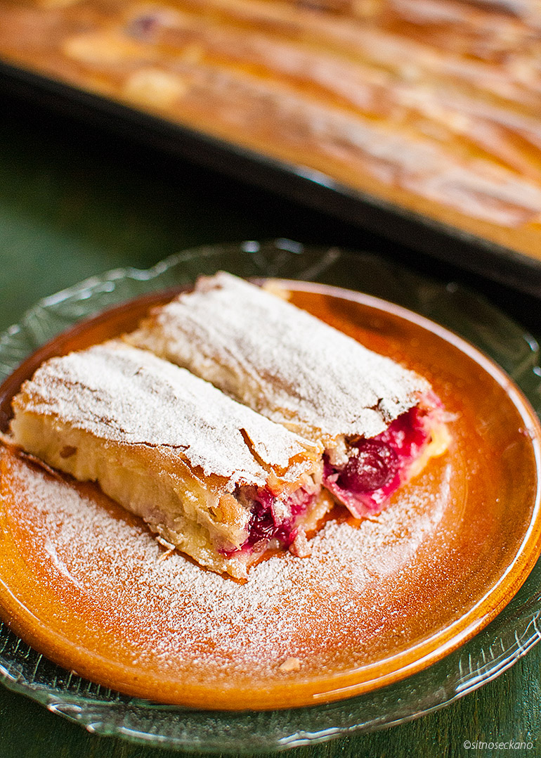 strudel with sour cherries