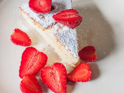 Mascarpone cake with strawberries
