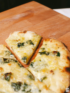 spinach garlic lemon pizza   Sitno Seckano