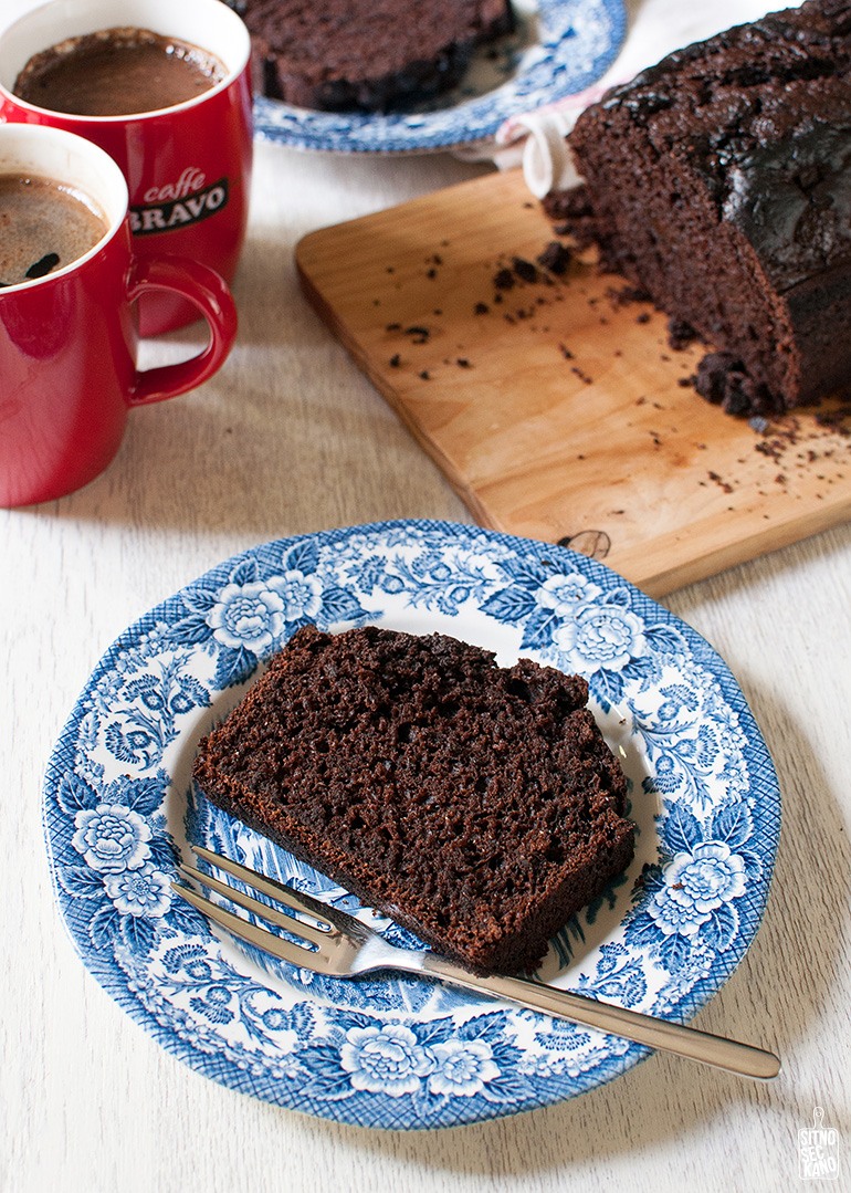 Moist chocolate cake | Sitno seckano