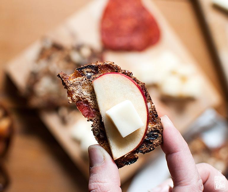 Fruit & Nut Bread Crackers   Sitno seckano