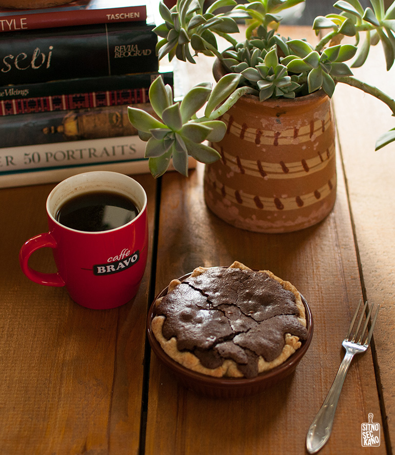 Brownie walnut pie | Sitno seckano