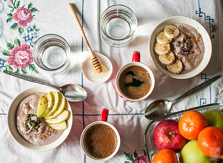 Raw buckwheat porridge with kefir, almonds, apples and blackberries   Sitno seckano