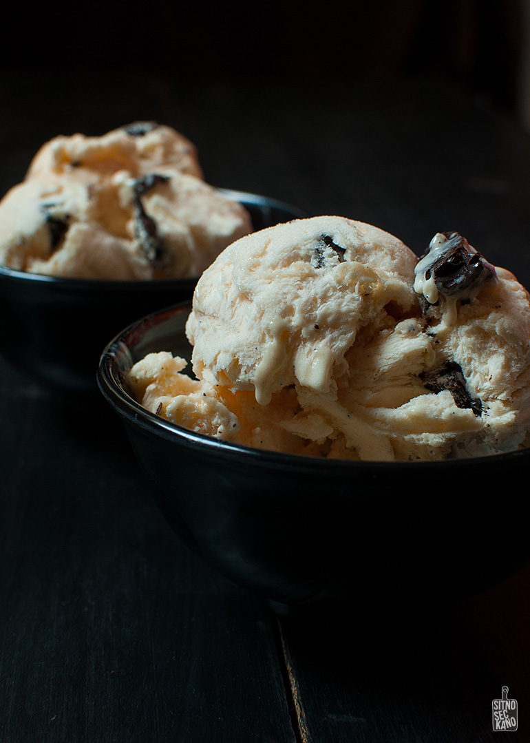vanilla ice cream with almond hazelnut chocolate chips | Sitno seckano