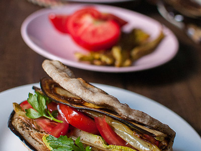 Pita bread with roasted vegetables | Sitno seckano