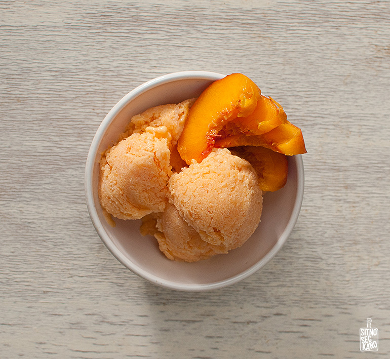 Peach kefir ice cream | Sitno seckano
