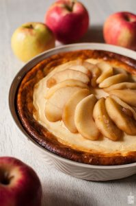 Cheesecake with sauteed apples   Sitno seckano
