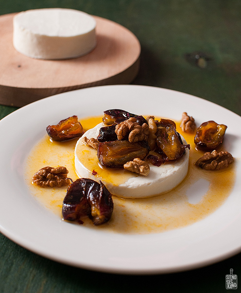 Manouri cheese with dates in tangerine syrup   Sitno seckano