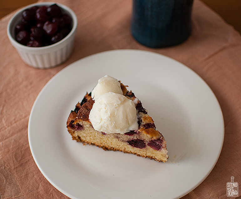 Easy cherry cake and creamy lemon ice cream | Sitno seckano