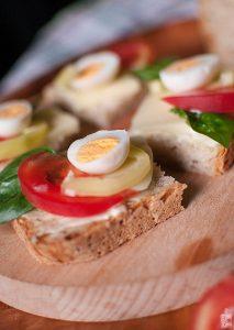 Quail egg crostini | Sitno seckano