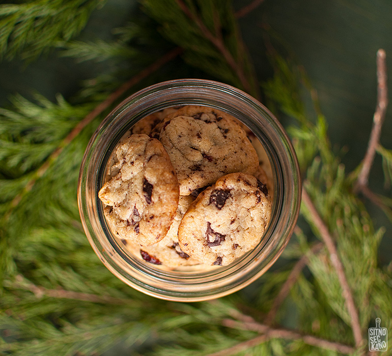 Dark chocolate chip, hazelnut cranberry cookies | Sitno seckano