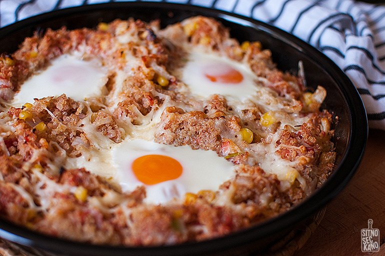 Spicy eggs and quinoa bake | Sitno seckano