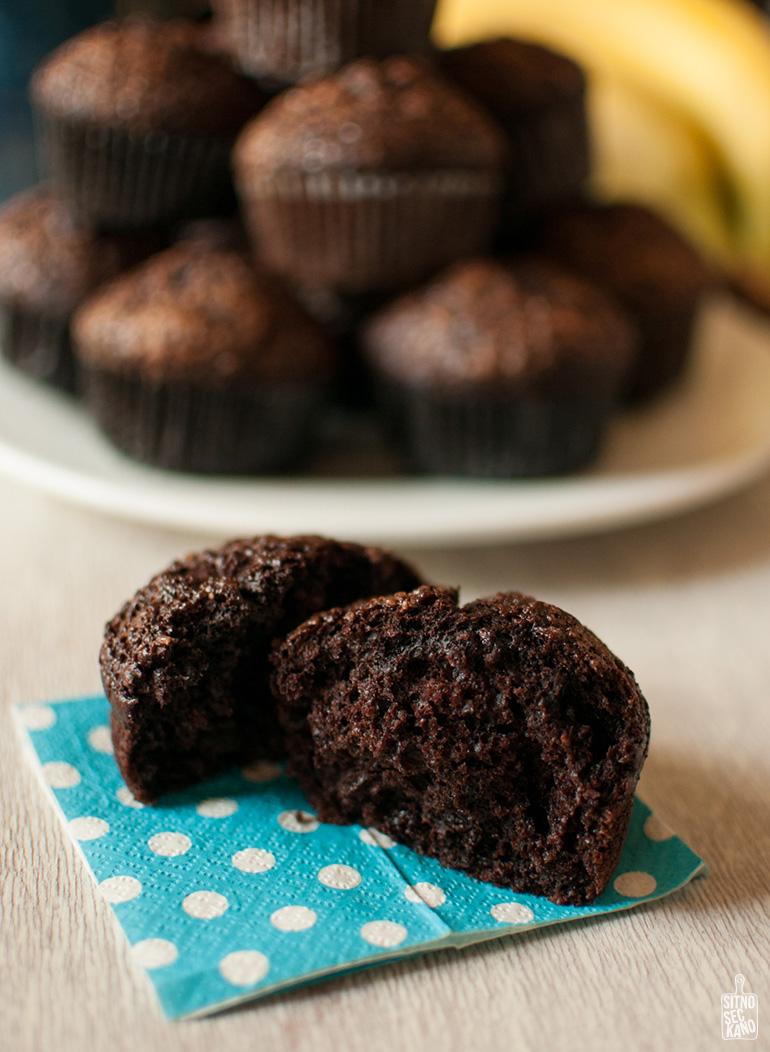 Moist chocolate banana muffins   Sitno seckano