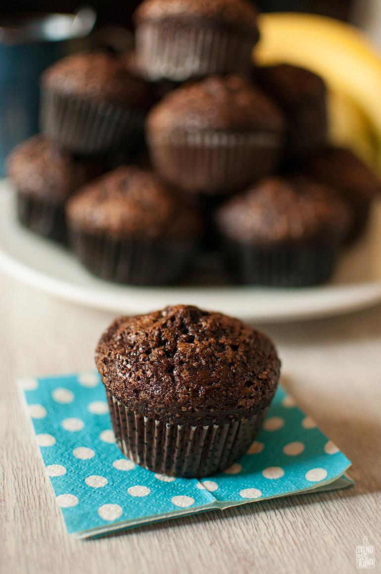 Moist chocolate banana muffins | Sitno seckano