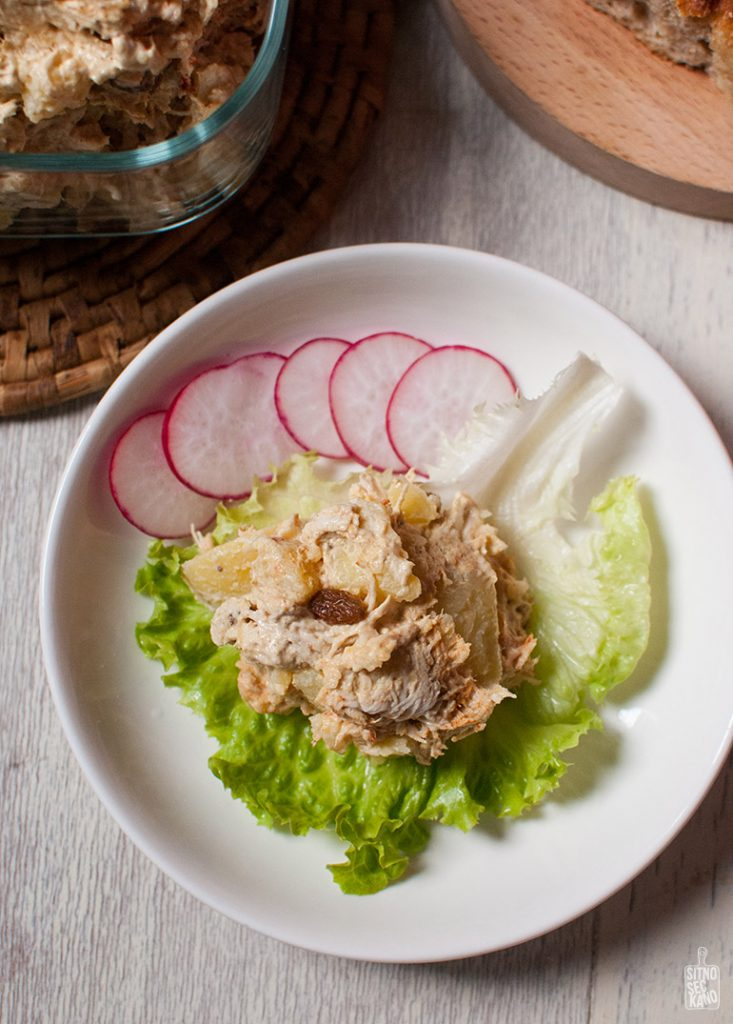 Curry chicken salad with potatoes   Sitno seckano